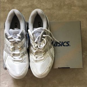 Brand New In Box ASICS Bolleyball Shoe Size 6.5